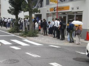 駅への行列