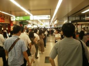 駅内の行列